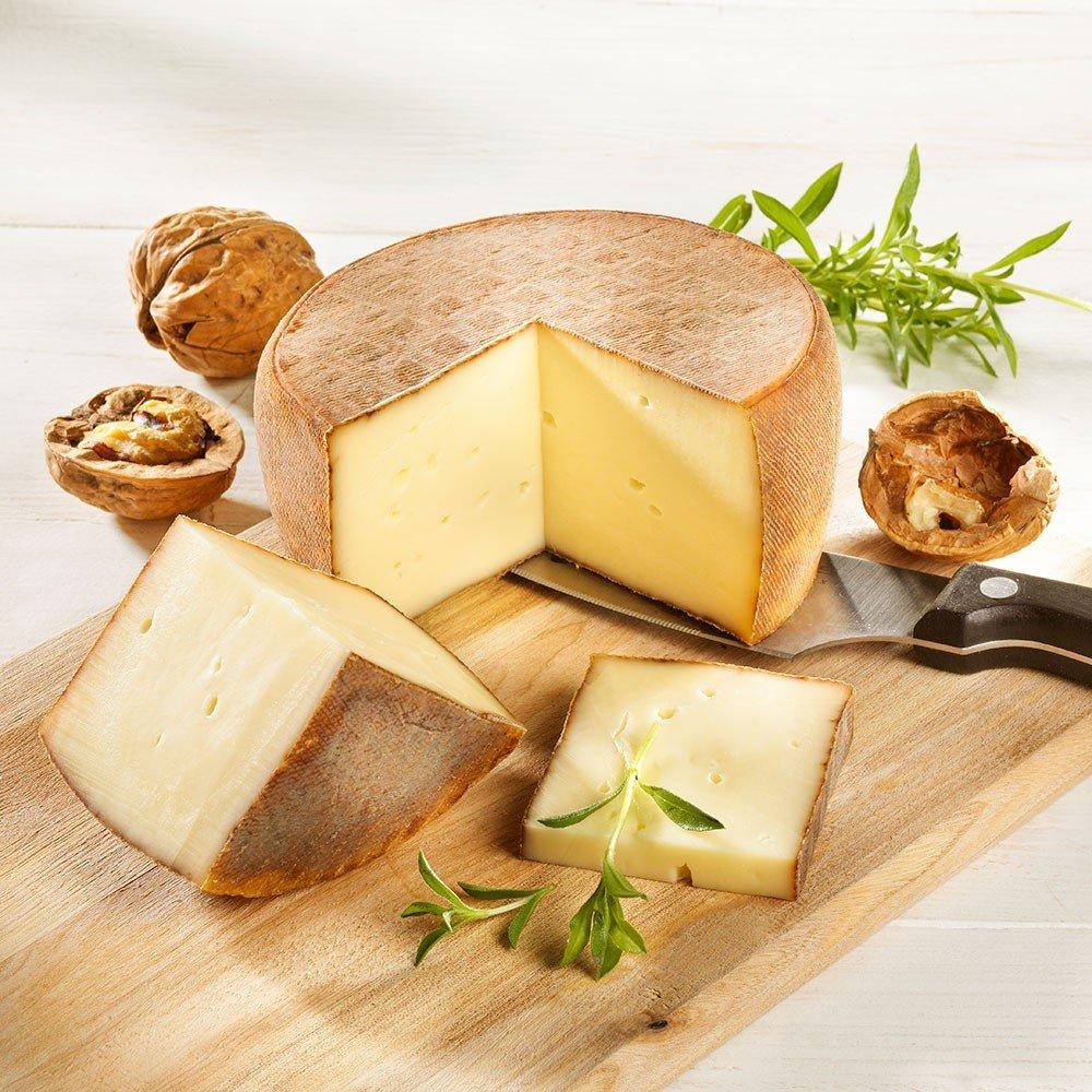 Käse mit Walnusslikör aus dem Périgord, im Stück