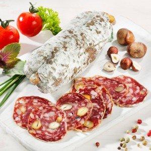 Französische Salami mit Haselnüssen, im Stück