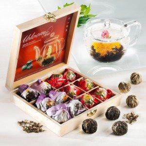 12 Erblüh-Teekugeln in edler Holzbox