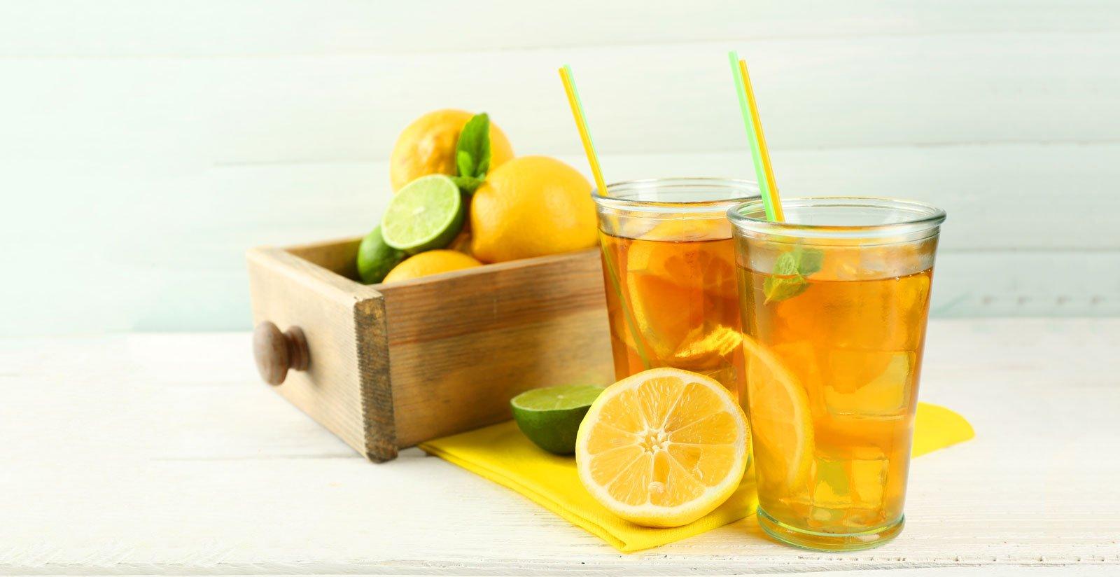 Eistee-Zitrone-im-Glas